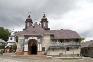 manastirea-slatioara-obiective-turistice-casa-domneasca-cacica