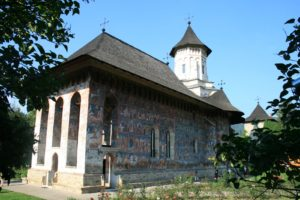 moldova-manastirea-moldovita-obiective-turisite-casa-domneasca-cacica