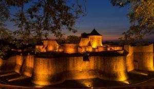obiective-turistice-casa-domneasca-cacica-cetatea_de_scaun_a_sucevei_la_ceas_de_seara
